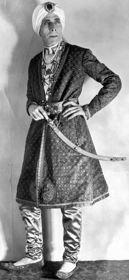 800px-George_Arliss_in_sultan_costume