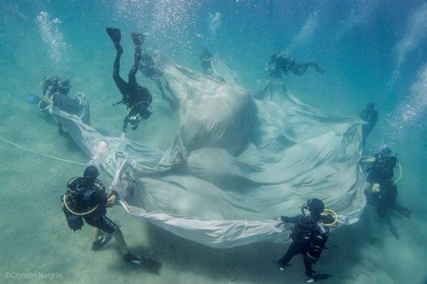 Χορεύοντας κάτω από τονερό