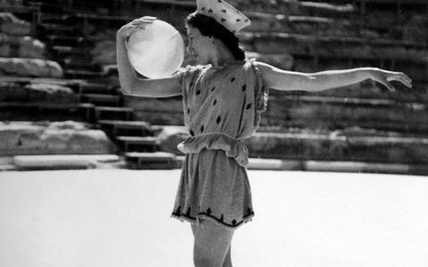 Η Μαρία Χορς, το 1936, στην τελετή αφής της ολυμπιακής φλόγας.