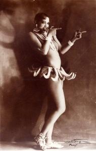 josephine-baker-banana-costume
