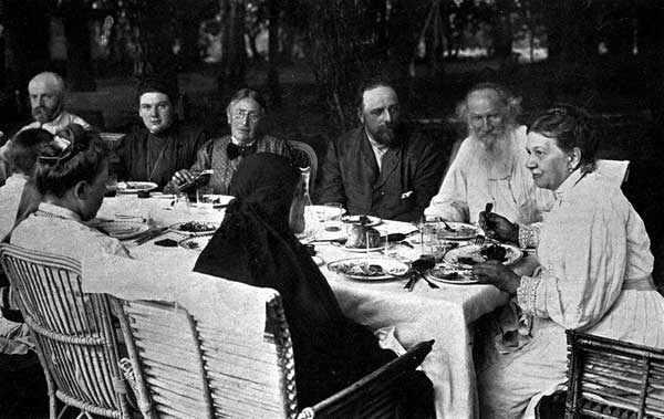 Tolstoy_family_Yasnaya_Polyana