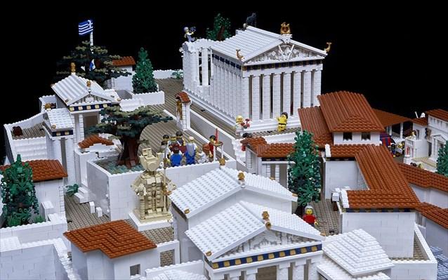 xristougenna-sto-mouseio-akropolis