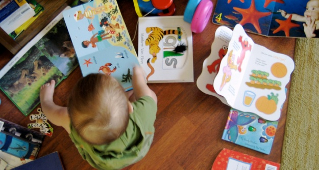 gt_baby reading books_free