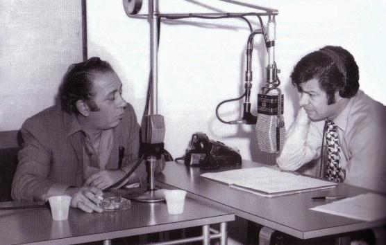 Ο Γιώργος Ζαμπέτας και ο Θεοδόσης Άθας στον Ελληνικό Ραδιοφωνικό Σταθμό της Νέας Υόρκης, το 1971 (Από το βιβλίο της Ιωάννας Κλειάσιου ΓΙΩΡΓΟΣ ΖΑΜΠΕΤΑΣ ΒΙΟΣ & ΠΟΛΙΤΕΙΑ εκδόσεις Ντέφι 1997)