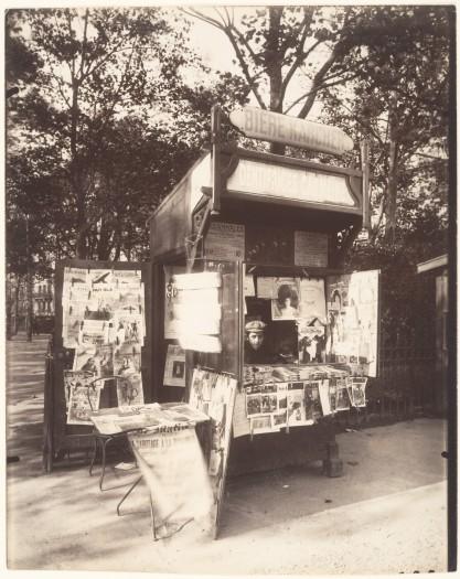 Eugène_Atget,_Boutique_Journaux,_Rue_de_Sèvres,_Paris,_1910–11
