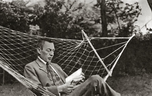 Rachmaninoff_hanging_out