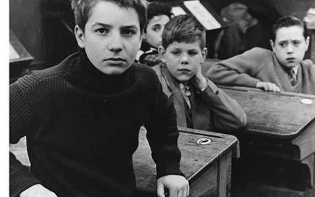 Ως Antoine, επαναστατημένος και γεμάτος απορίες έφηβος, στο Παρίσι στα τέλη του '50.