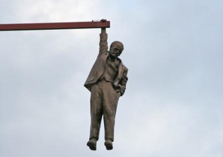 David-Cerny-hanging-man2