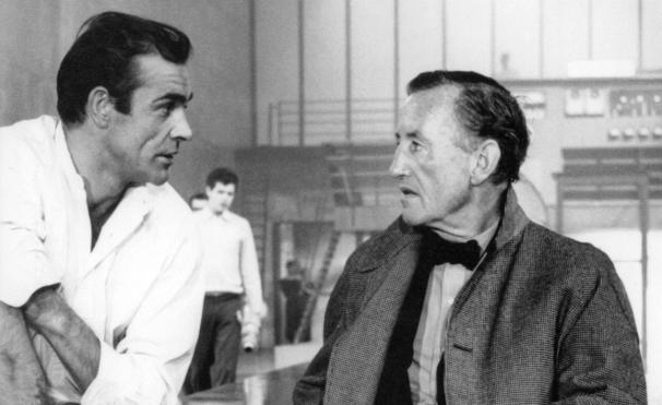 Fleming και Sean Connery στα γυρίσματα του Dr No, της πρώτης ταινίας στη σειρά Bond, το 1962.