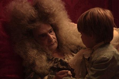 Στο φετινό του ρόλο, ως Βασιλιάς Ήλιος , στην ταινία «Ο Θάνατος του Λουδοβίκου 14ου», που παίχτηκε εκτός συναγωνισμού στις Κάνες.