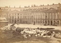 The_Vendôme_Column_After_Being_Torn_Down_by_the_Communards