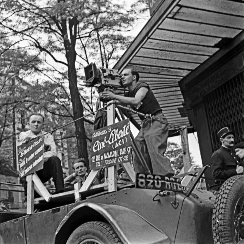 Ciné-Liberté Εκδήλωση στον Τοίχο των Κομμουνάρων από το Ciné Liberté – Αφιέρωμα του Λαϊκού Μετώπου στην Κομμούνα του Παρισιού, 24 Μαϊου 1936 © Pierre Jamet © collection Corinne Jamet