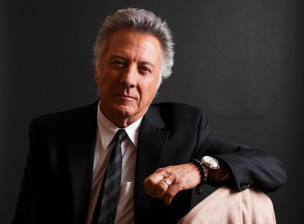 "ZUM 75. GEBURTSTAG DES AMERIKANISCHEN SCHAUSPIELERS DUSTIN HOFFMAN AM 8. AUGUST 2012 STELLEN WIR IHNEN FOLGENDES ARCHIVBILD ZUR VERFUEGUNG - Actor Dustin Hoffman poses for a portrait while promoting the new HBO television series ""Luck"" at the Television Critics Association Winter Press Tour in Pasadena , Calif. on Friday, Jan. 13, 2012. (AP Photo/Danny Moloshok)"