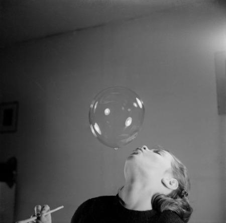hans-wolf-bellenblazen-blowing-bubbles-1950s