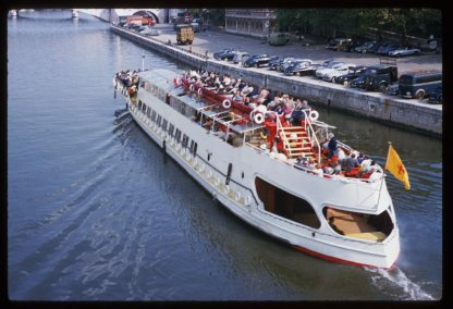 Sightseeing-barge-in-the-Seine