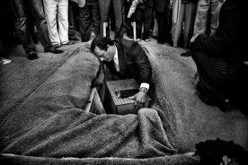 Η κηδεία του Horacio Bau. Η σορός του παραδόθηκε στην οικογένειά του 30 χρόνια μετά την απαγωγή του.