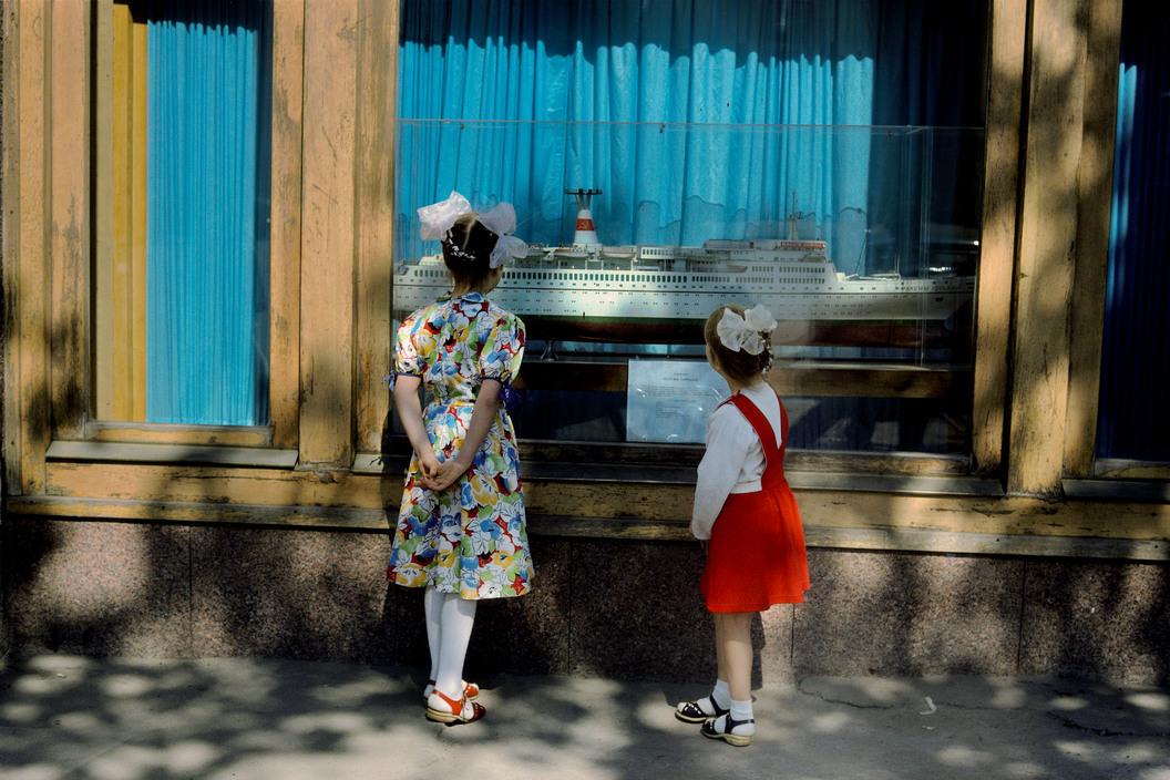 RUSSIA. Moscow. 1st of May celebrations. 1989.dimartblogΤο dim/art στο facebookΤο dim/art στο twitterinstagram-logoimg_logo_bluebg_2x