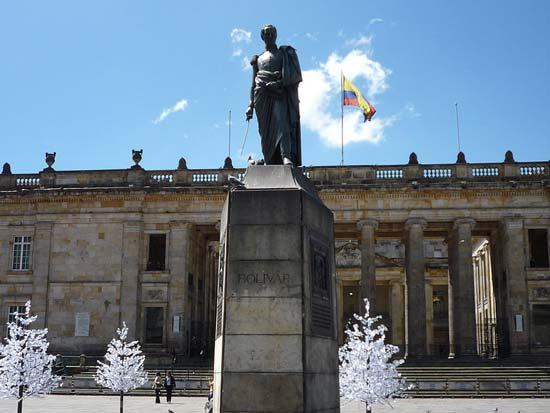 bolivar-statue-bolivar-square-bogota