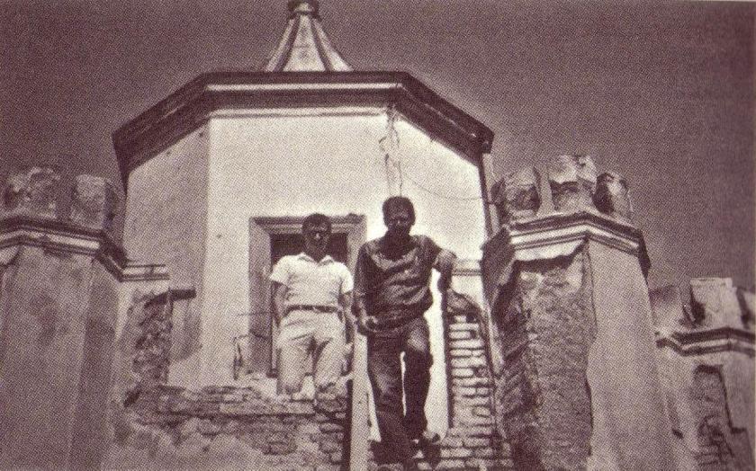 Πάνος Κουτρουμπούσης – Άλλεν Γκίνσμπεργκ στον πυργίσκο της οδού Γιάννη Σταθά, στο Κολωνάκι 1961
