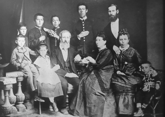 Chekhov_with_family_02